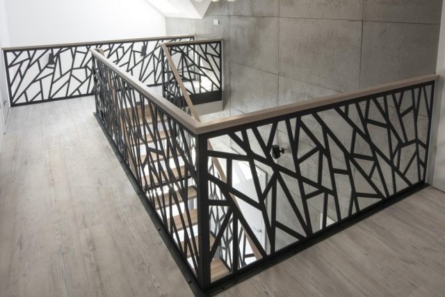 Schody drewniane Warszawa - Balustrada laserowa